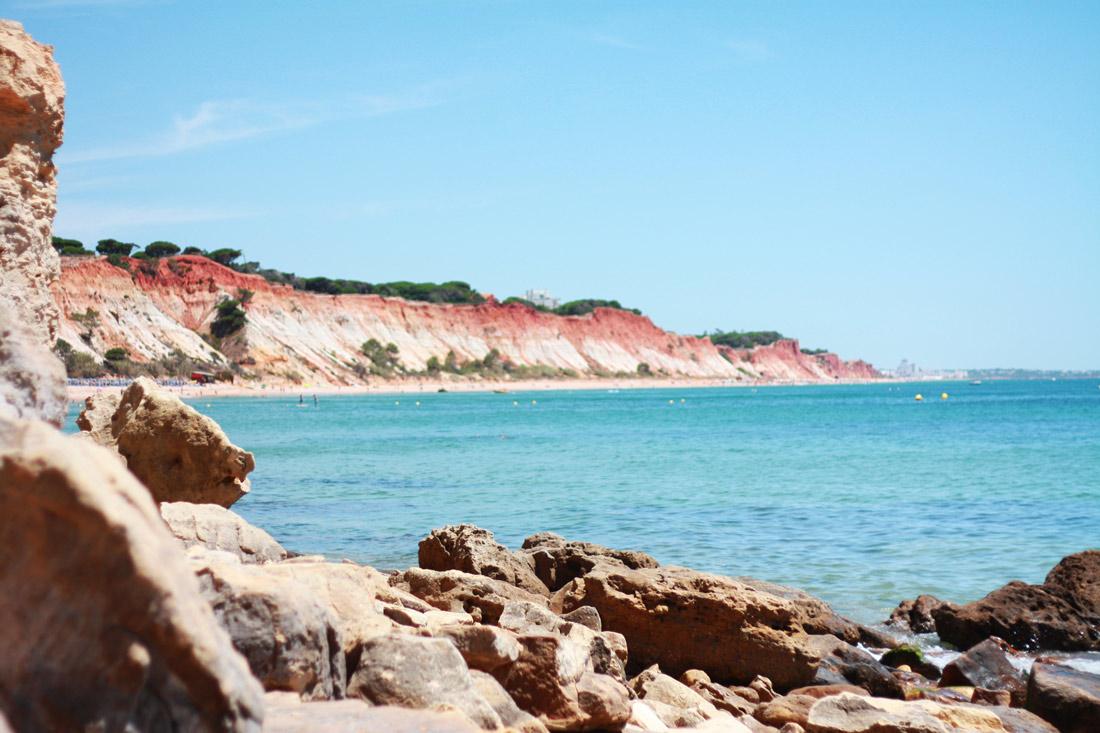 algarve-praia-olhos-d'agua-portugal-cliff-travelblog