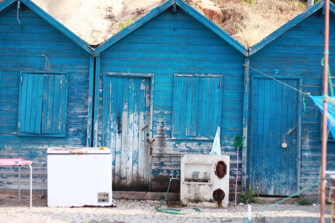 algarve-praia-olhos-d'agua-portugal-cliff-travelblog-city-white-house-fishermen
