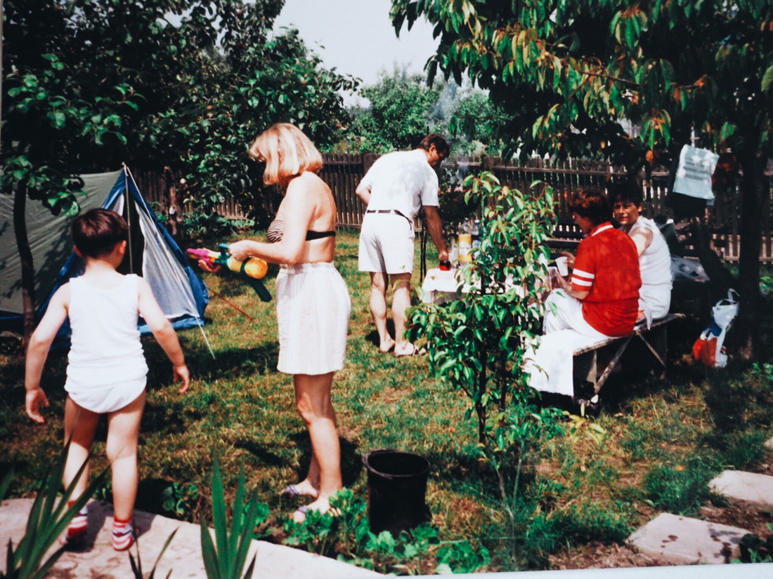 Family Party at my grandmas garden - me on the left =D
