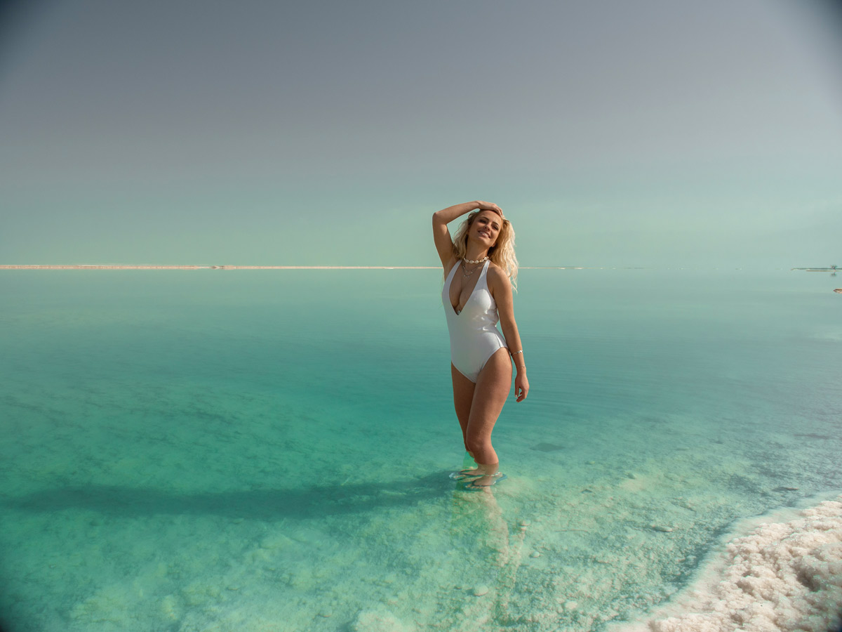 patrick-krueger-dead-sea-israel-jordan-floating-stella-schubert-travel-blog-german-blogger-travel-couple (2)