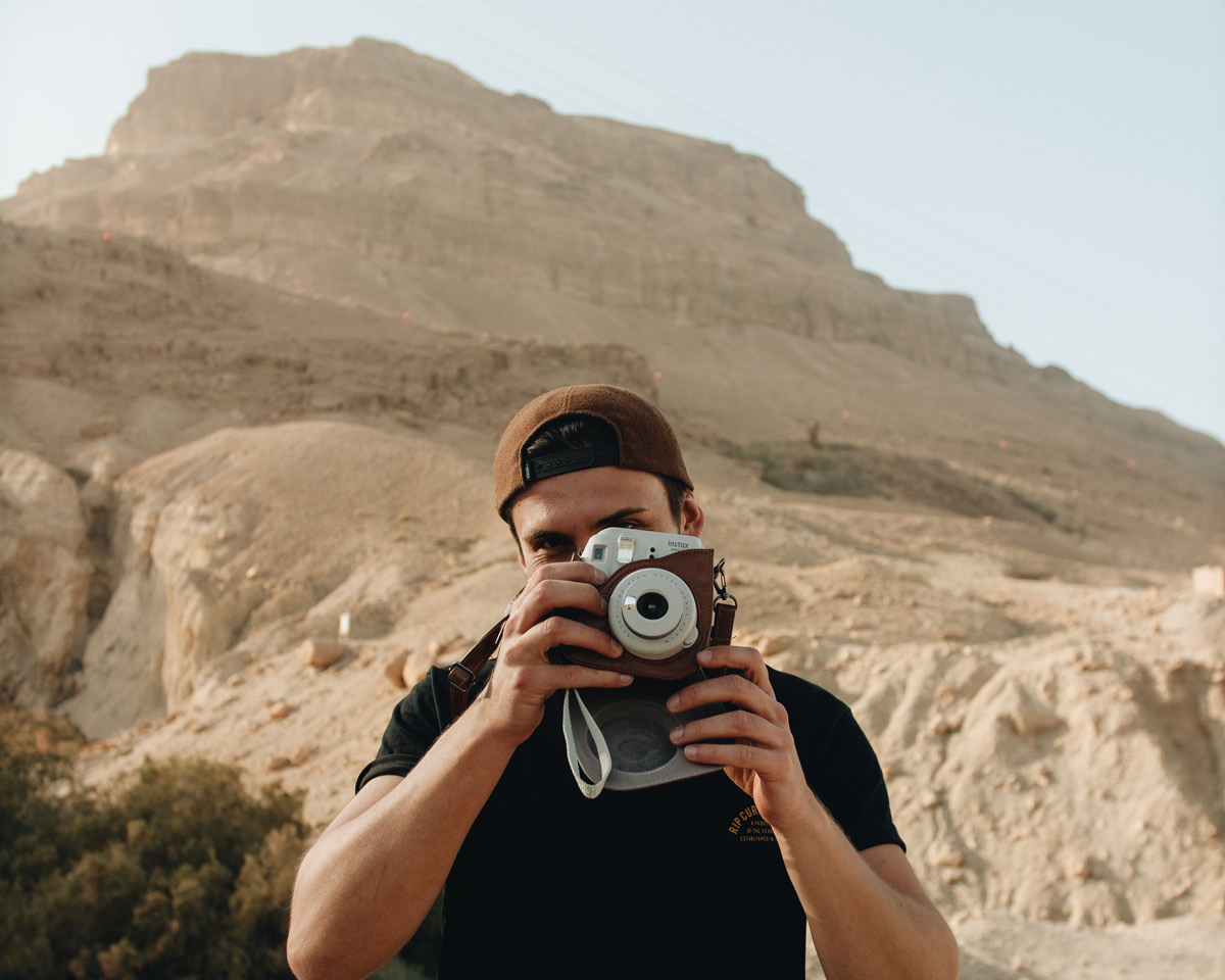 patrick-krueger-dead-sea-israel-jordan-floating-stella-schubert-travel-blog-german-blogger-travel-couple (9)